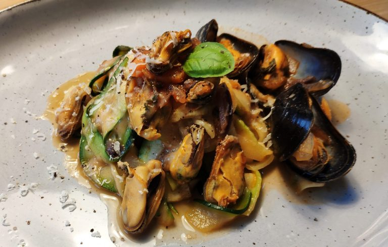 Mussels with Zucchini Noodles