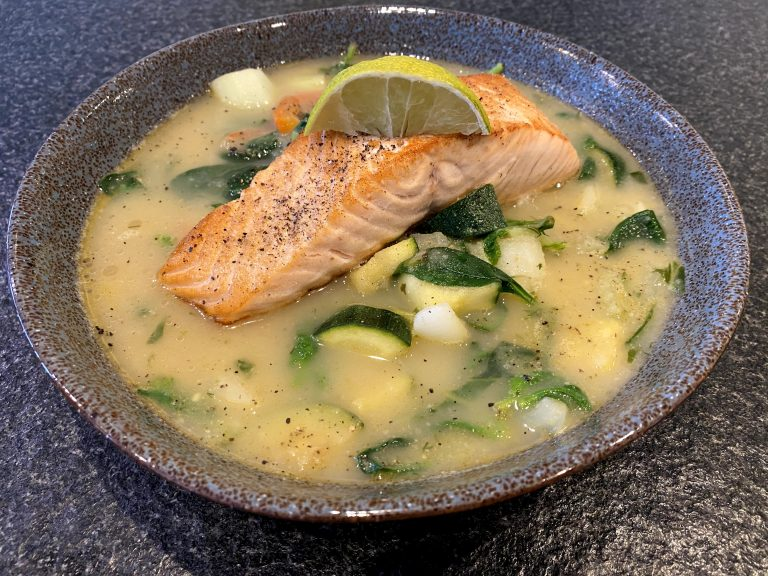 Celeriac / green curry soup with Salmon